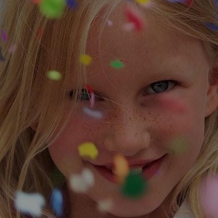 ילדת יום הולדת במרכז מהותי